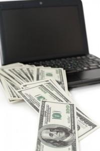 Pengar vid en dator